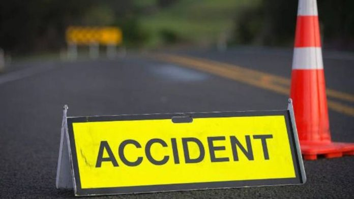 Tânăr mort după ce a intrat cu autoturismul într-o construcţie din beton, pe E85