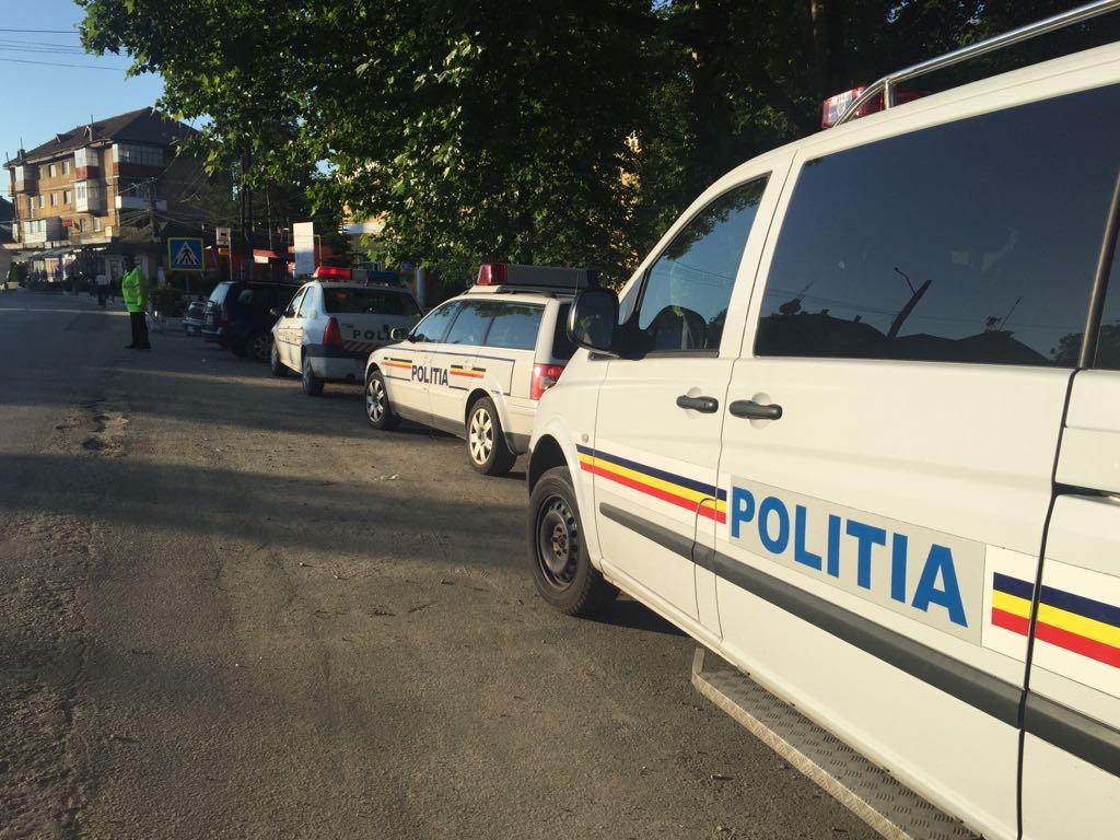 unul dintre polițiști a efectuat două focuri de armă în plan vertical
