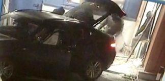 Cum au încercat patru hoţi din Arad să smulgă un bancomat din perete