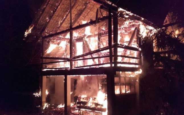 Trei cabane din Munții Sebeș, afectate de incendiu