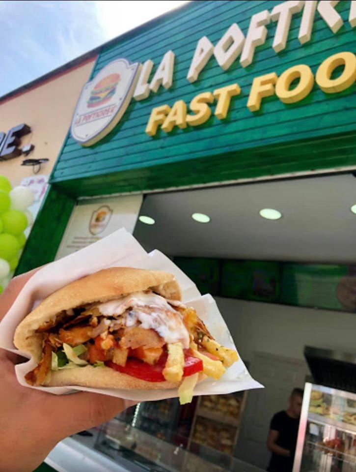 Fast-food gratuit pentru oamenii străzii