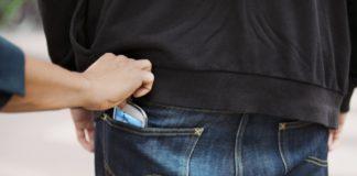 Un bărbat din Vâlcea, încătușat la Târgu Jiu pentru furtul unui telefon mobil în valoare de o mie de euro