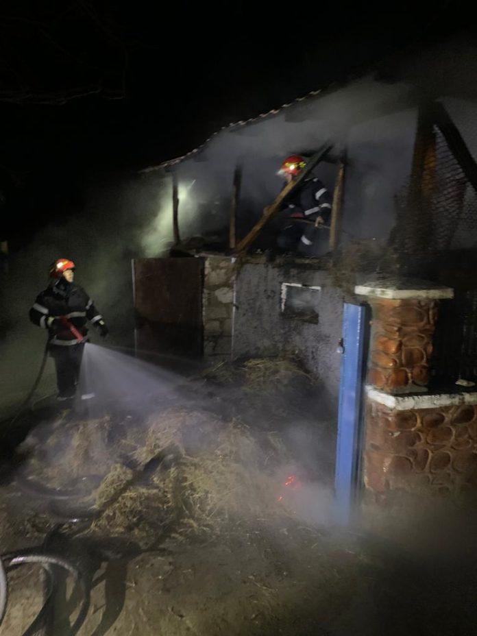 Depozit de furaje din Bolboși, distrus într-un incendiu