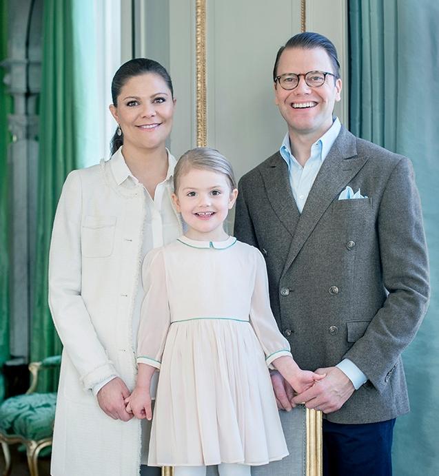 Prinţesa Estelle şi părinţii săi