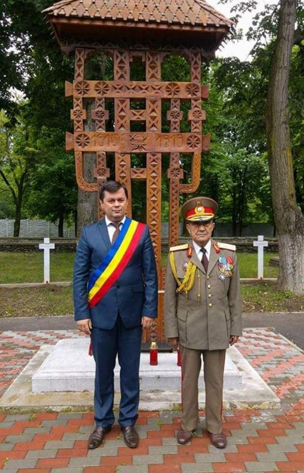 Marcel Romanescu, alături de generalul Constantin Ispas