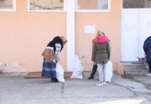 Craiovenii defavorizaţi şi-au ridicat produsele de igienă cu sacul