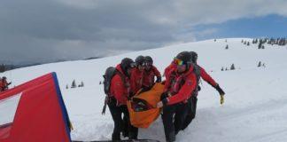 Două persoane rănite, salvate de pe munte