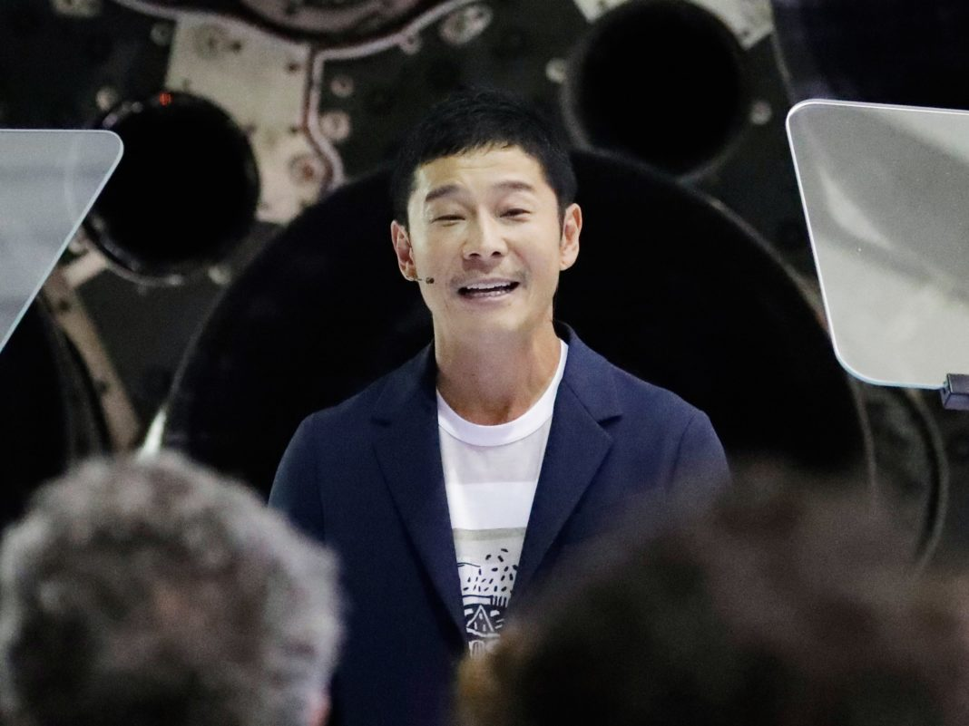 Un miliardarul japonez va dona 9 milioane de dolari unor oameni