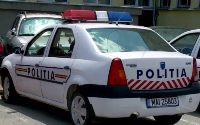 Polițist din Vâlcea, lovit în cap cu cătușele de un tânăr de 16 ani pe care voia să-l încătușeze