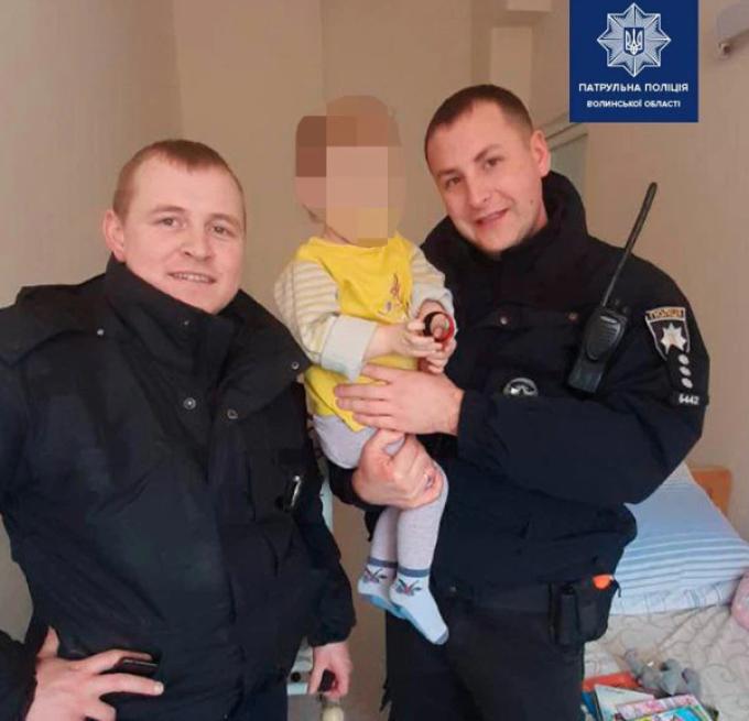 Fetiţa de 18 luni a fost salvată de poliţiştii ucraineni