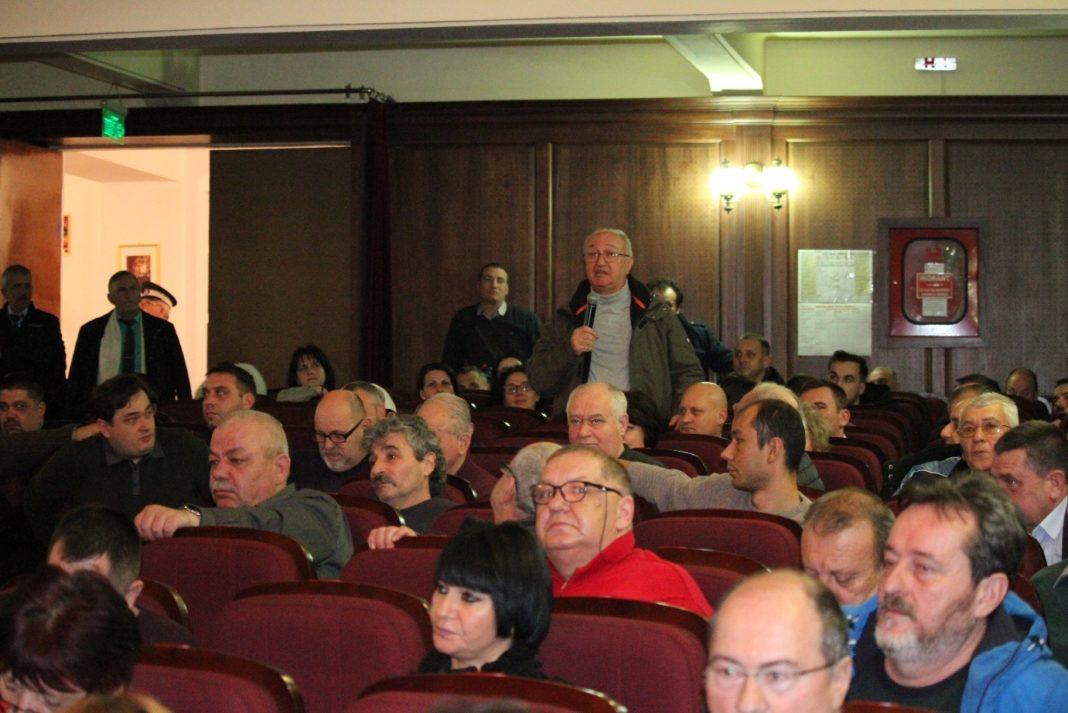 Zeci de vâlceni au participat la dezbaterea bugetului