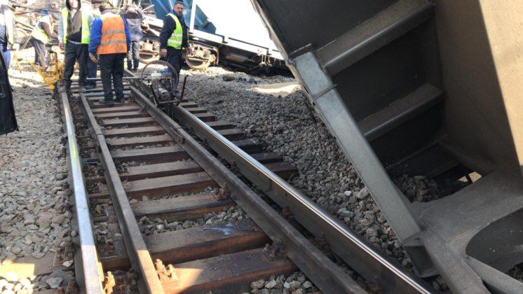 Trenul care a deraiat luni la Caracal ar fi avut o încăcătură prea mare, arată o primă ipoteză