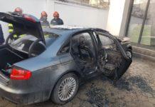 Maşină în flăcări pe strada Bibescu