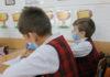 Elevii şi profesorii cu simptome virale, trimişi acasă