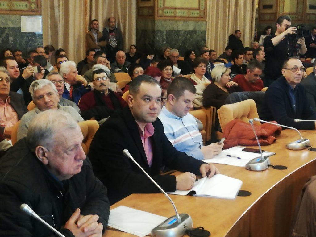 Marian Trifan (stânga) și Marian Vasile la dezbaterea pe buget de la Primăria Craiova
