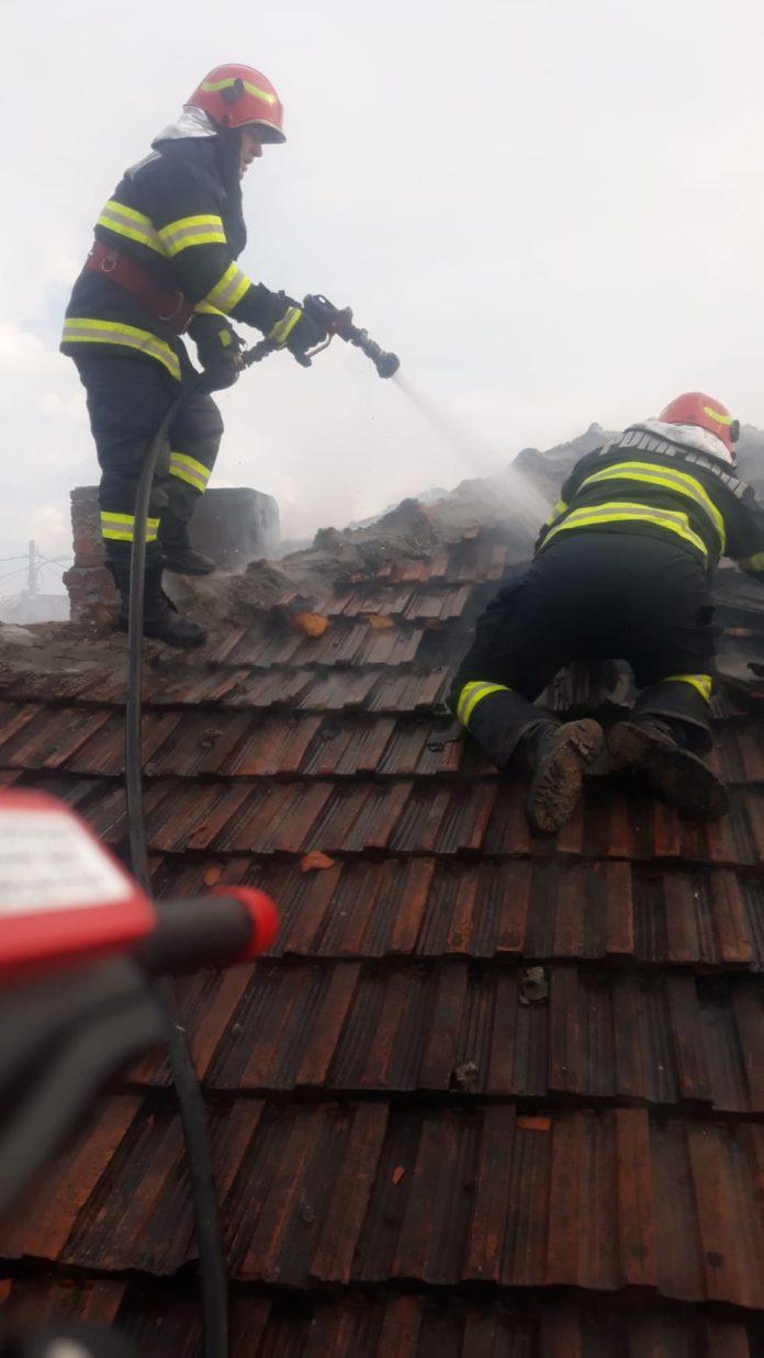 O bătrână a murit arsă în casă