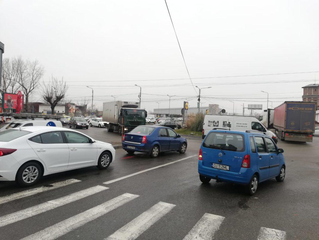 Intersecţii semaforizate noi în Craiova? Primăria ia în calcul să amplaseze semafoare la intersecţia străzilor Caracal cu Henri Coandă şi Potelu.