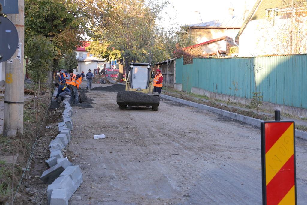Ce străzi din Craiova intră în reparaţii în 2020. Primăria a întocmit lista cu străzile, aleile, trotuarele şi parcările care vor fi asfaltate în acest an.