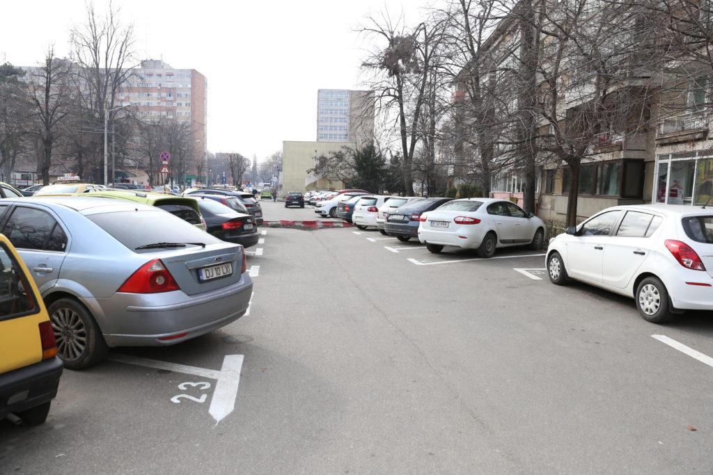 Locuri amenajate în parcările de reședință de pe Calea Bucureşti, zona străzii Horia