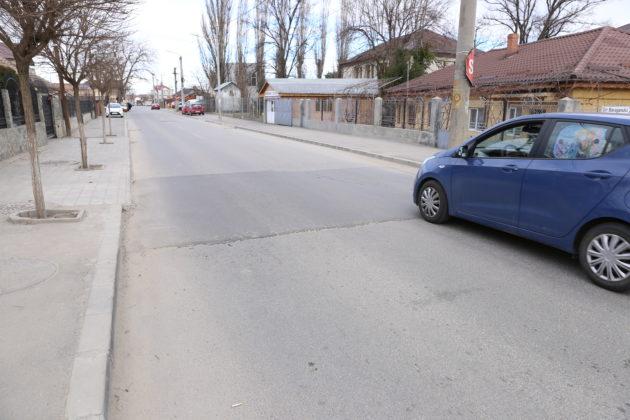 Plomba turnată pe strada Siretului, cu rol de limitator de viteză