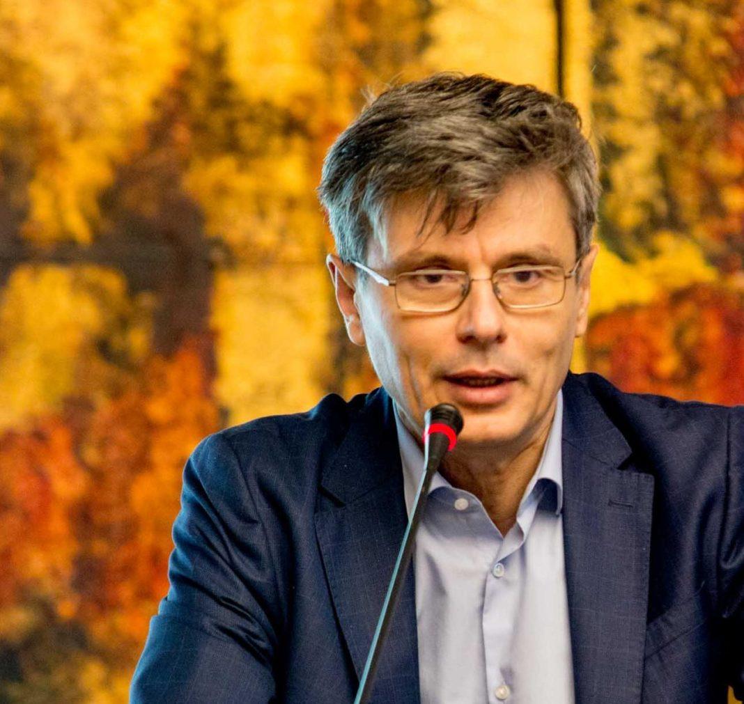 Ministrul Economiei, Virgil Popescu, a făcut o serie de acuzații la adresa președintelui Consiliului Județean Mehedinți, Aladin Georgescu.
