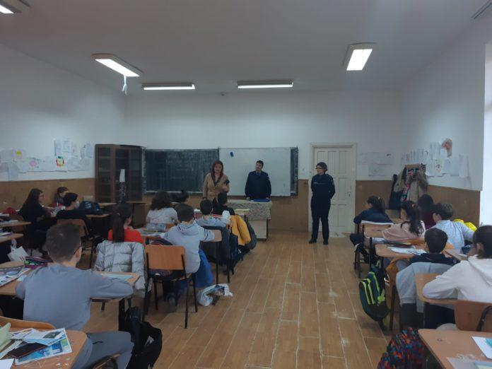 polițiștii din cadrul IPJ Dolj au participat la întâlniri cu elevii