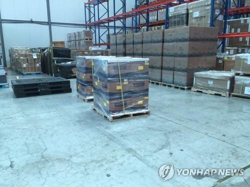 Cutii de kituri de testare coronavirus fabricate în Coreea de Sud sunt depozitate în apropierea Aeroportului Internațional Incheon înainte de a fi expediate