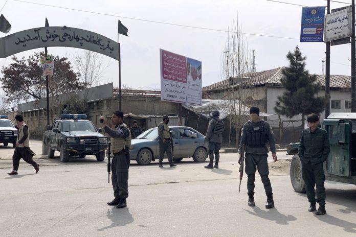 Zeci de persoane au murit în urma atacului din Kabul