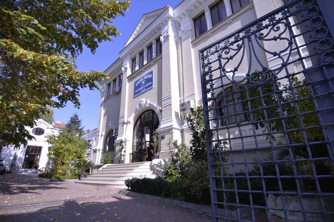 Premieră la Biblioteca Județeană din Craiova. Se va difuza înregistrarea spectacolului
