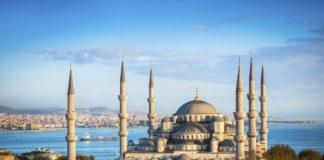 Turcia îşi închide moscheile pentru rugăciunile colective