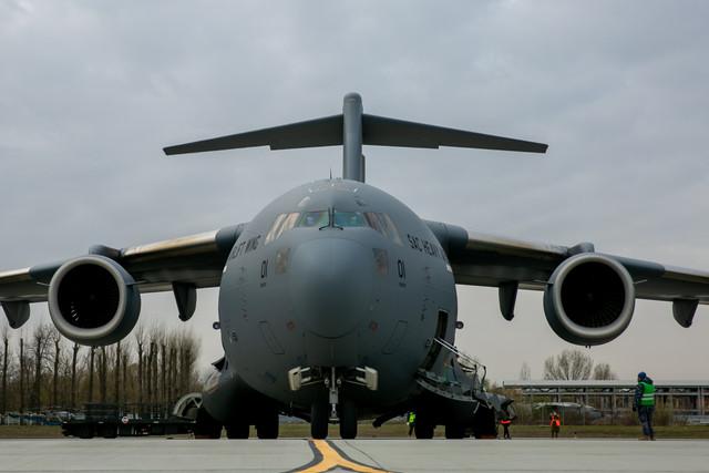 Un al treilea transport aerian cu echipamente medicale din Coreea de Sud va sosi în România