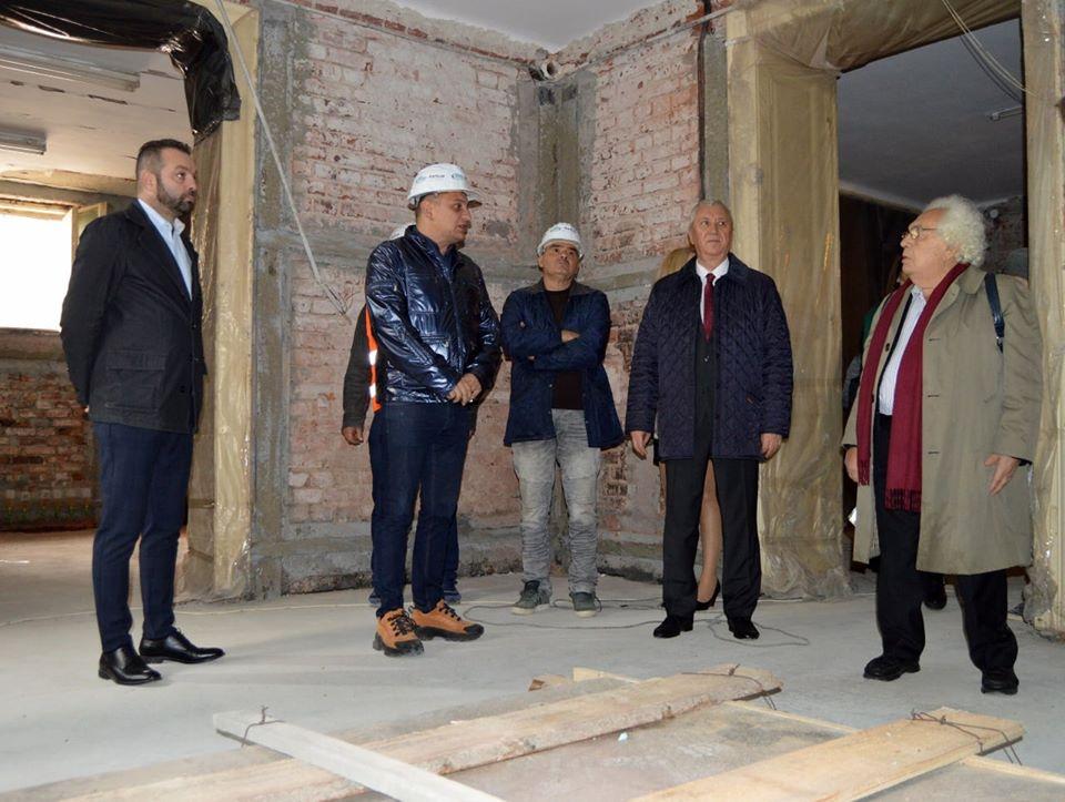 Preşedintele CJ Dolj, Ion Prioteasa, şi academicianul Basarab Nicolescu, în vizită pe şantierul de la Casa Dianu