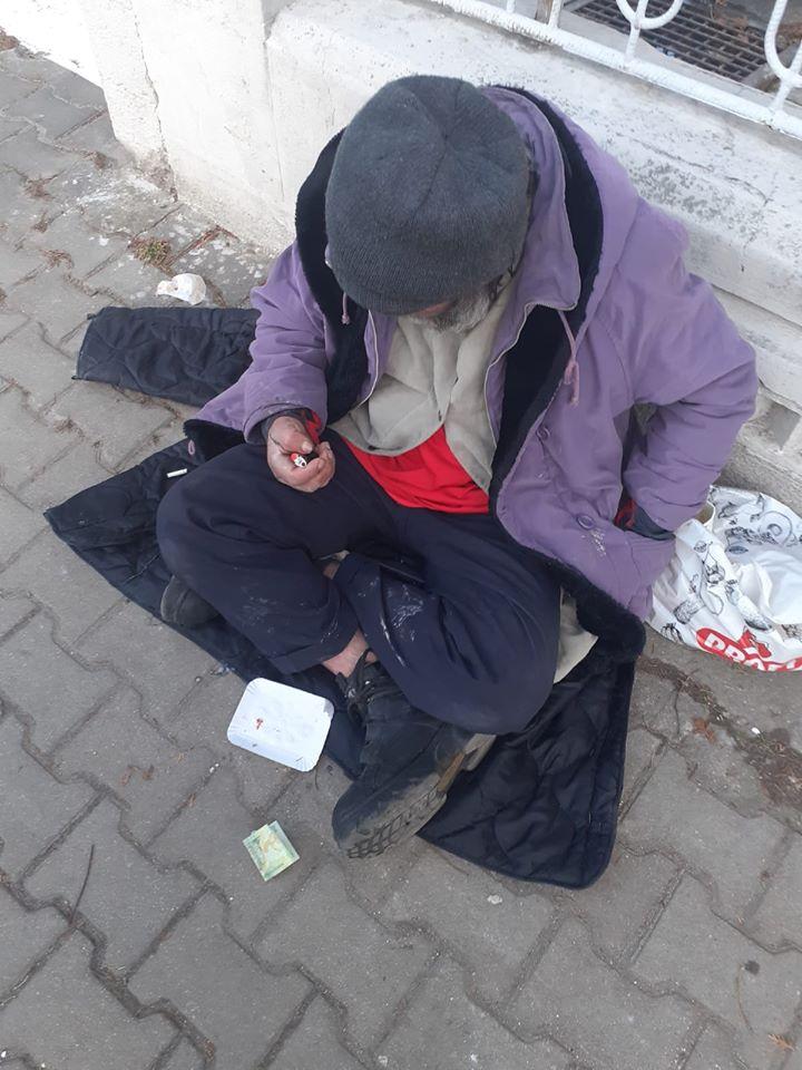 Oameni care trăiesc pe străzi