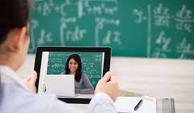 Elevii vor avea lecții on-line cu vloggeri celebri, oameni de business sau traineri