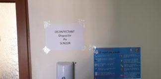 Dispozitivele cu dezinfectanți care trebuia montate în scările blocurilor întârzie. Primăria nu a găsit încă un furnizor pentru aceste aparate.