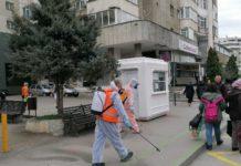 Stațiile de autobuz și tramvai din Craiova au fost dezinfectate, astăzi, de angajații de la Salubritate. Acțiunea va continua și zilele viitoare.