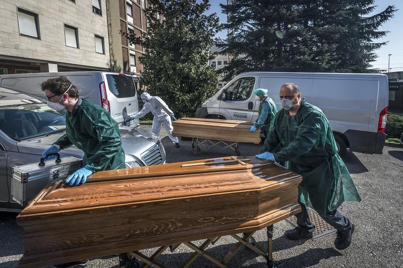 Sicrie cu victime ale coronavirusului din Italia Foto: Profimedia Images