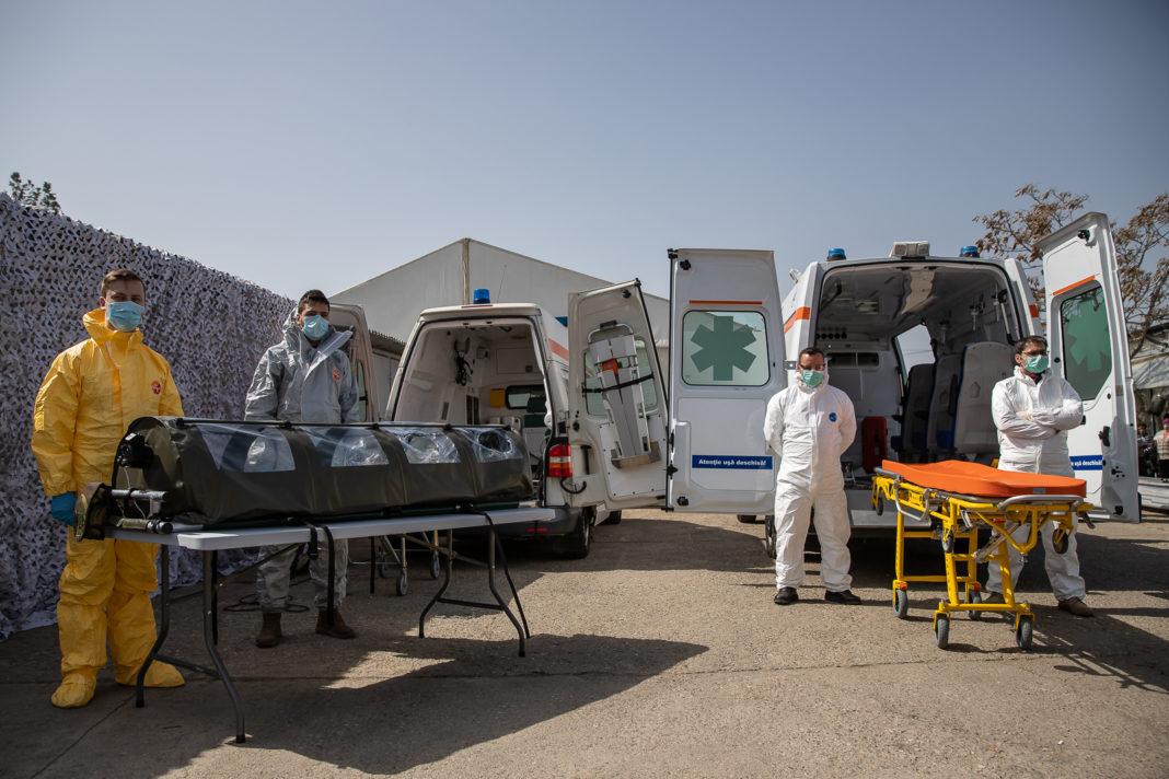 """17 persoane din Craiova au fost """"săltate"""" de autorităţi, miercuri şi joi, după intrarea în vigoare a Legii privind carantina. Ele au fost internate la Spitalul de Boli Infecţioase."""