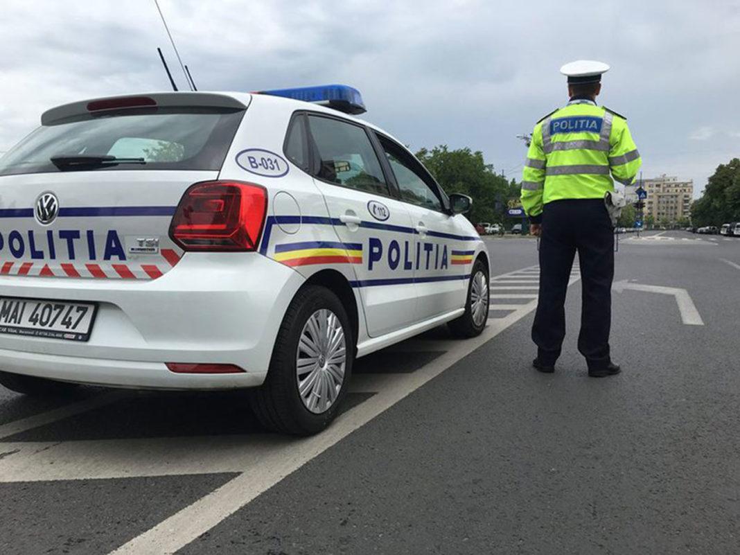 Un conducător de scuter a scuipat o șoferiță în trafic