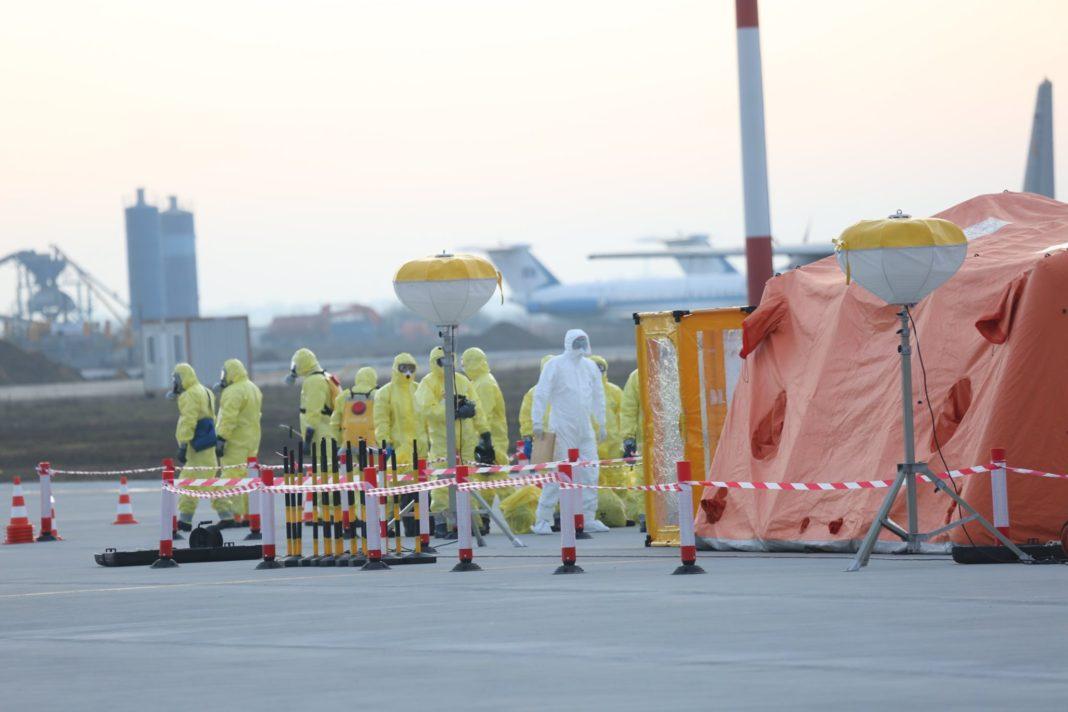 Încă 42 de muncitori români cu COVID-19, repatriați din Germania