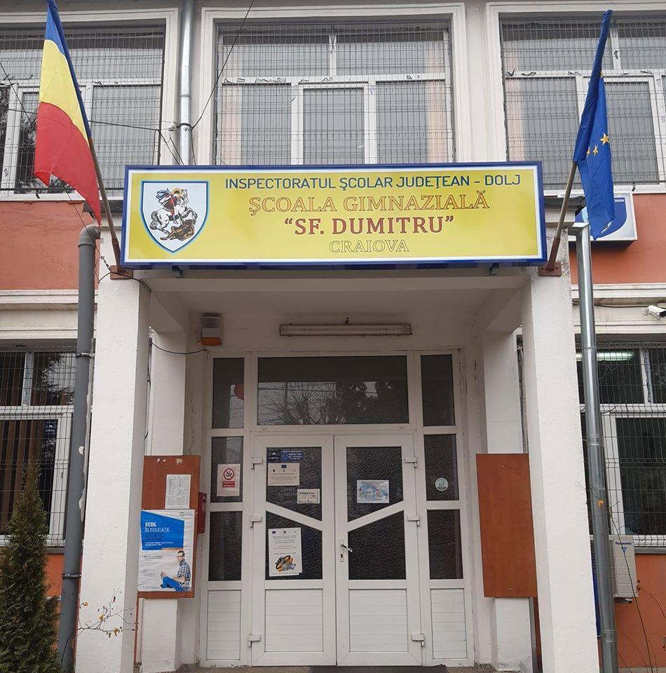 """Managerul Școlii gimnaziale """"Sfântul Dumitru"""" din Craiova a făcut conturi on-line la toți profesorii și elevii pentru a lucra pe perioada suspendării cursurilor școlare"""