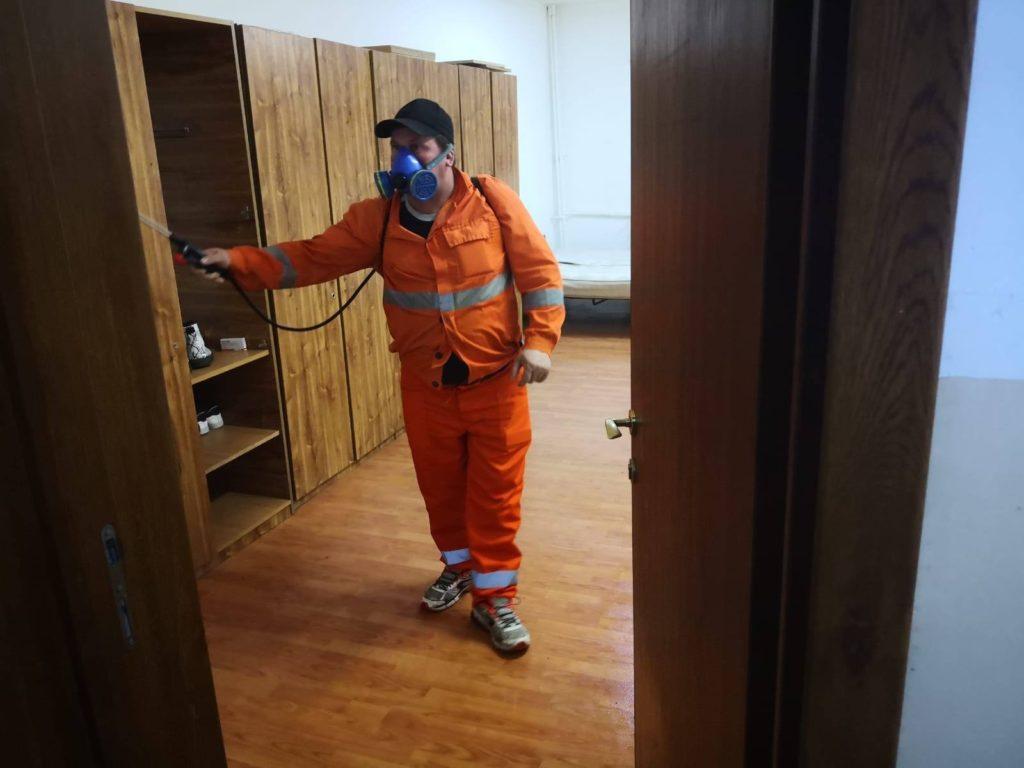 Școlile și grădinițele din Craiova se află în plin proces de dezinfecție, din cauza epidemiei de coronavirus