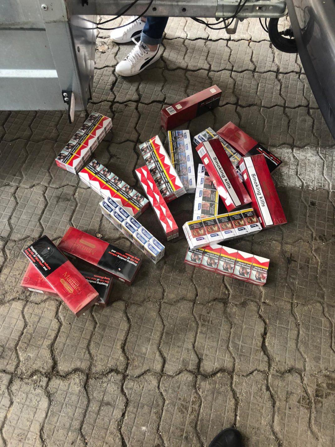 Poliţiştii craioveni cercetează două persoane din municipiu pentru contrabandă cu țigări, după ce au fost găsite în timp ce le vindeau