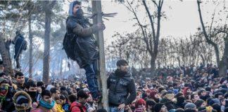 Poliţia greacă a folosit miercuri dimineaţă gazele lacrimogene pentru a dispersa sute de migranţi