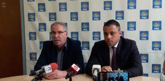 Viorel Dumitrescu (stânga), președintele PNL Slatina și Liviu Voiculescu, preşedintele PNL Olt, noul candidat la funcția de primar al Slatinei