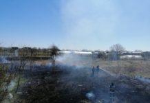 Secţia de Pompieri Craiova intervine cu o autospecială în comuna Işalniţa la un incendiu de vegetaţie uscată