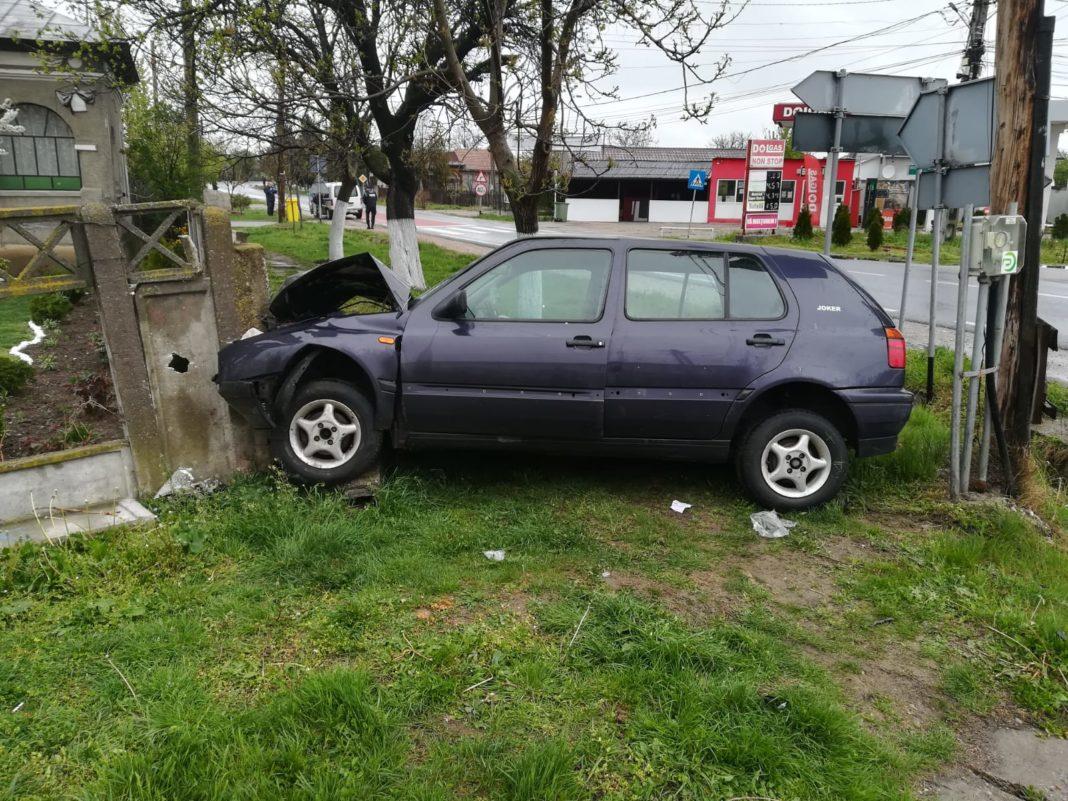 Un grav accident rutier s-a petrecut în această dimineață, la intersecţia DN 64 cu DJ 677, în orașul Piatra Olt, între două autoturisme