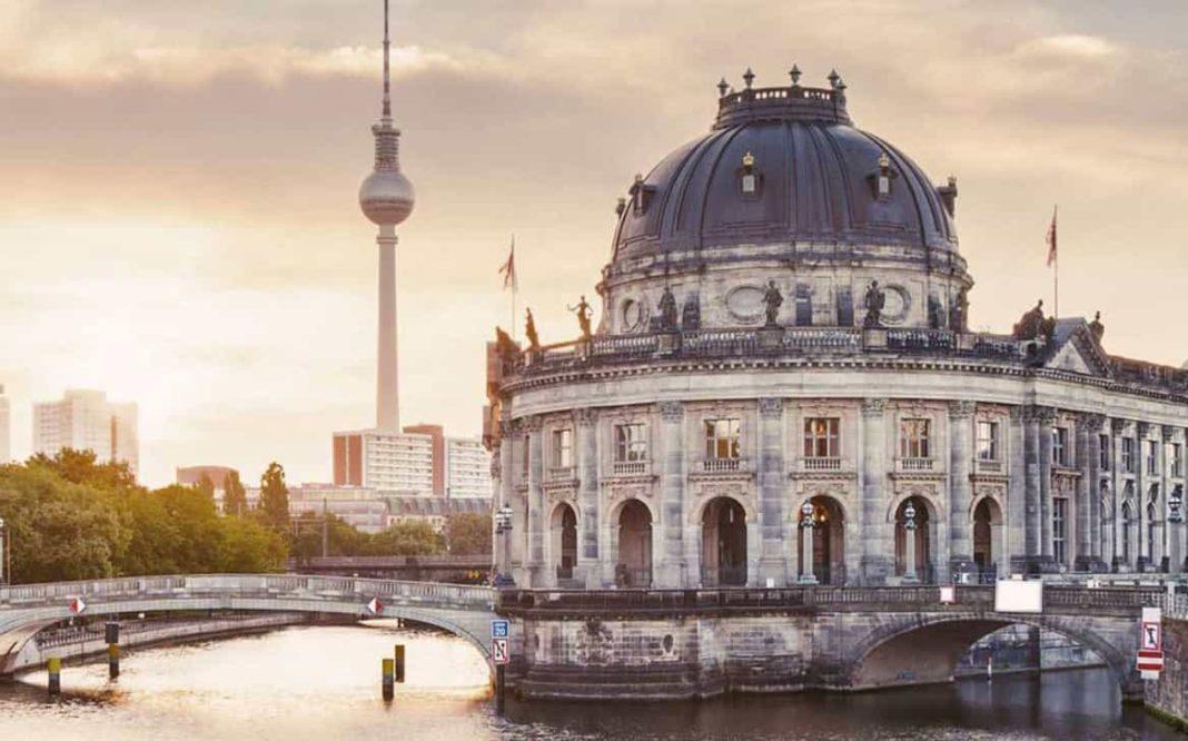 """Numărul de noi infecții în Germania s-a triplat, regiunile iau în considerare folosirea """"frânei de urgență"""""""