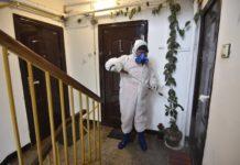 Dezinfecţie cu Aldezin în scările de bloc din Craiova