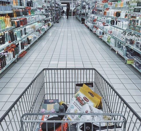cos de cumparaturi nu prea plin